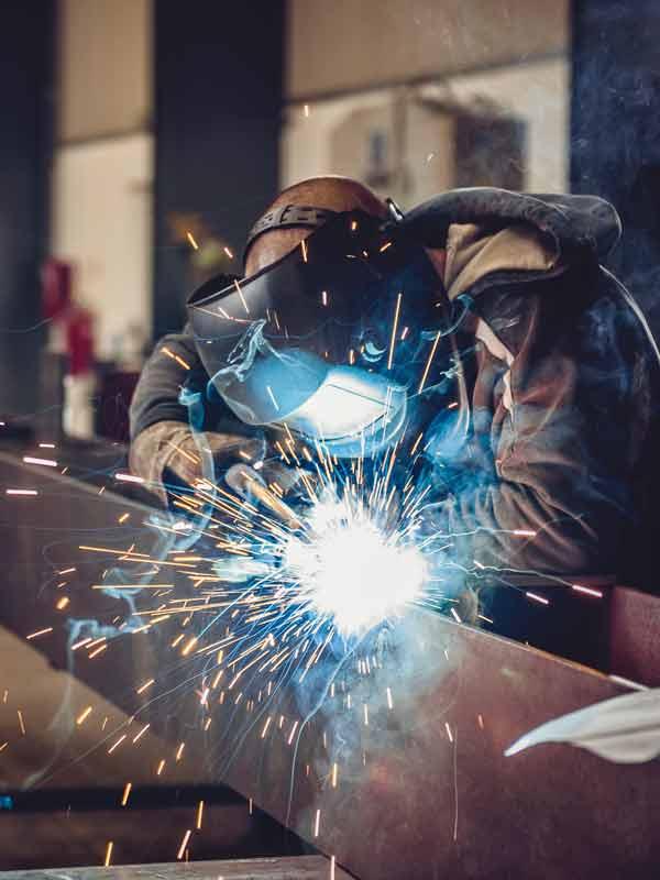 Als zertifizierter Schweißfachbetrieb realisieren wir auch Ihren Stahlbau.