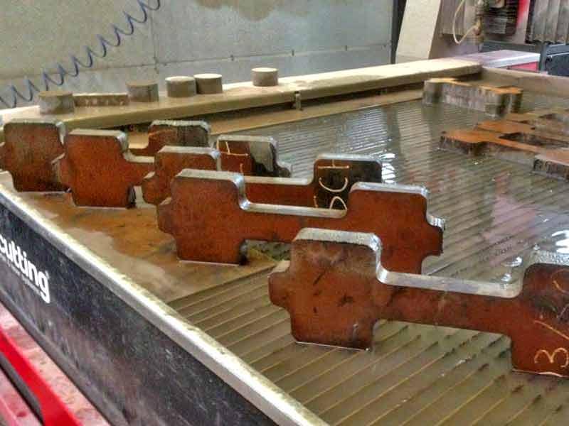Das Wasserstrahlschneiden ermöglicht Trennen vielfältiger Materialien mit höchster Präzision. Hier auf unserer Anlage in Hinterweidenthal.